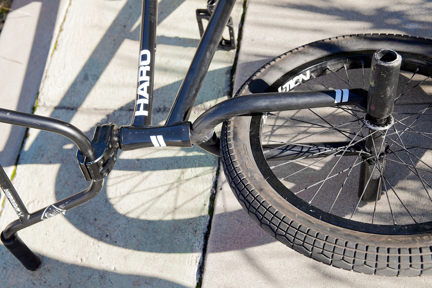 Tyler: Paradise bars, Paradise stem, Fox fork, Bulimia front wheel and Bipolar pegs